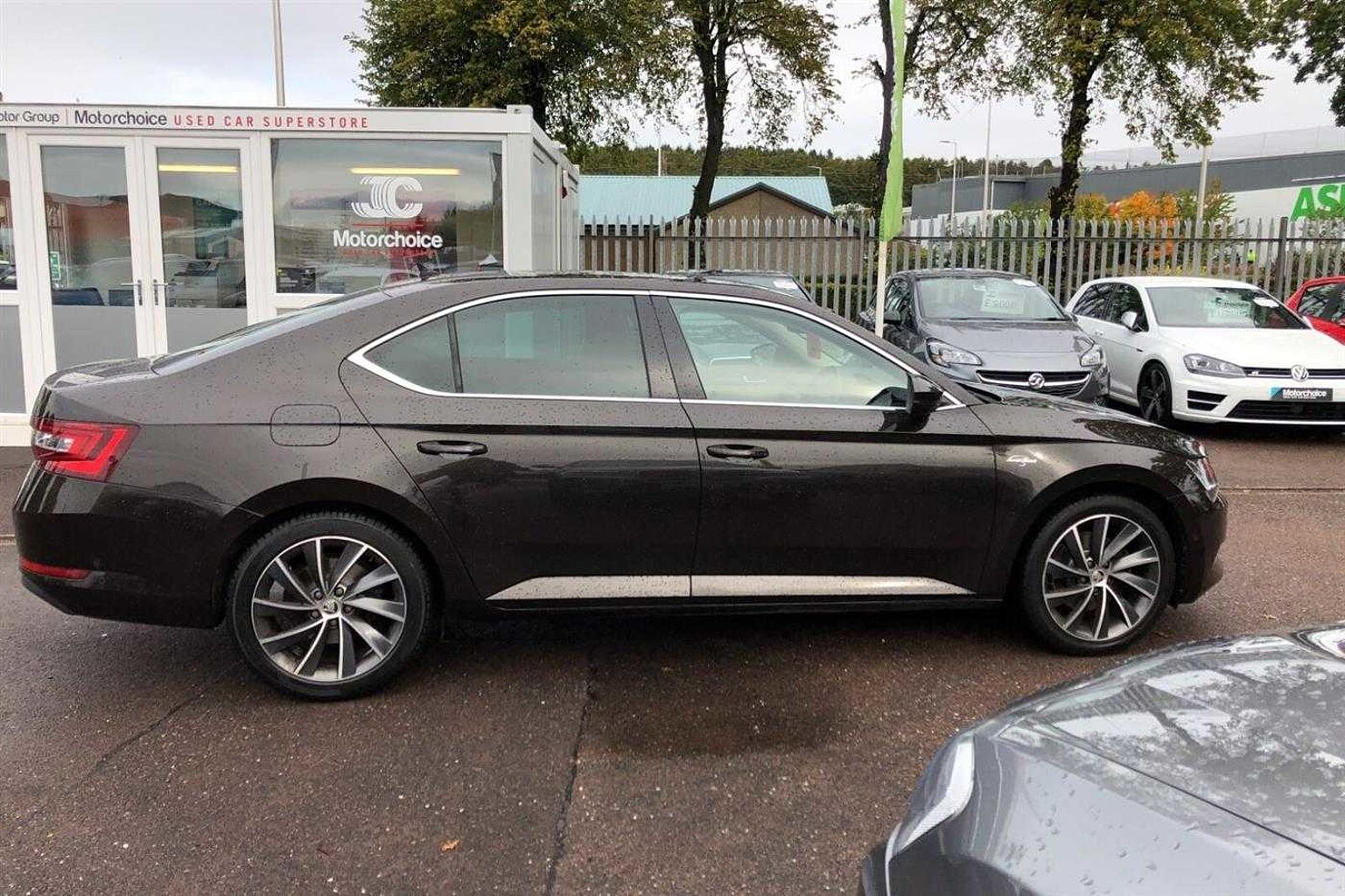 SKODA Superb 2.0 TDI (150PS) Laurin&Klement DSG 5Dr H/B